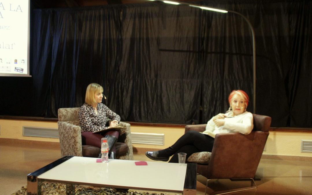 Èxit de participació en la trobada amb la periodista Rosa M Calaf